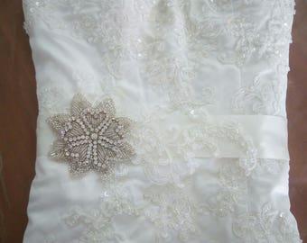 Lace Bridal Belt, Lace Bridal sash, Lace Wedding sash, Wedding Belt, Lace Sash, Ivory Bridal Sash, Rhinestone Lace Sash, Ivory Wedding Sash