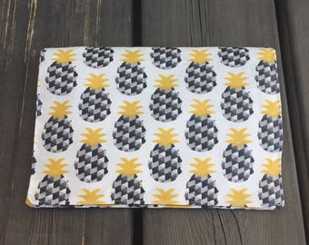 Pencil case for school in coated cotton pineapple. Very practical with 2 compartments for pencils markers or colored pencils