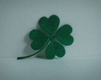 Green felt to create clover cutout