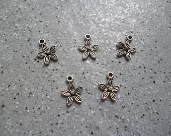 5 lovely Silver Flower charm.