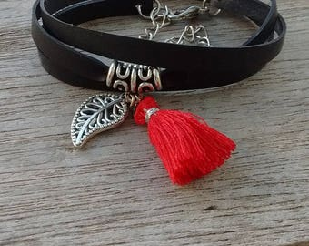 Bracelet with red Pompom on the Strip in inner inner and leaf charm