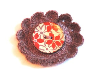 crochet brooch: wool and large coconut button flower
