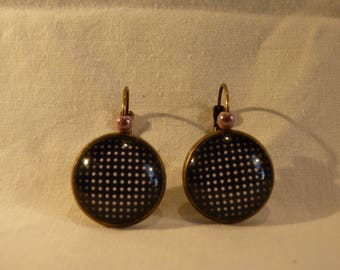 Retro earrings, but not too much background black pea pink