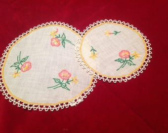 Set of 2 doilies, vintage, mid 20th century