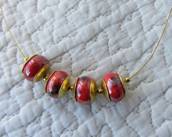 short necklace red ceramic, beads and gold thread, elegant, red and gold necklace