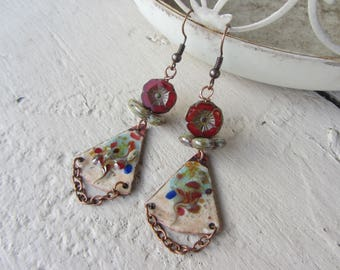 Earrings dangle ethnic triangle brass charm enamelled copper chain, red, beige and blue Czech glass flower