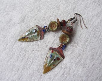 Earrings ethnic, tribal tip enameled copper flower Czech glass, green celadon, beige, gold, red and blue