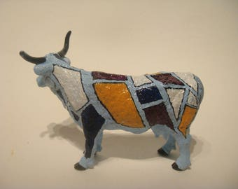 "Painted cow style ""Cow Parade"""