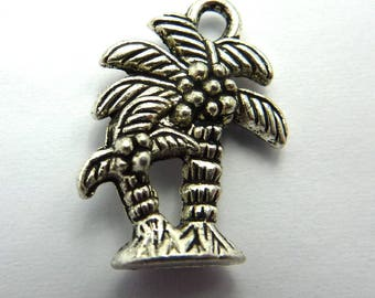 47 charms Palm antiqued silver tone dimensions: 18 x 13 mm