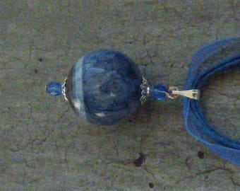 AGATE SPHERE PENDANT AND BLUE