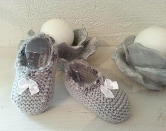 Little feet in 6-9 month gray wool embellished with white satin bows - booties