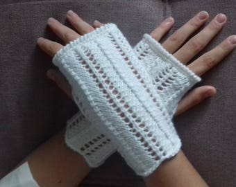 lace effect white wool mittens