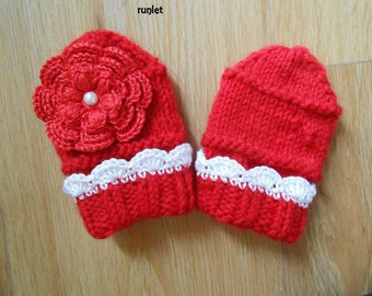 mittens bebe.de birth with large crochet flower. .