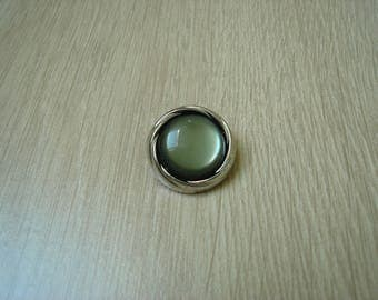 buttons in silver and green tail Pearl