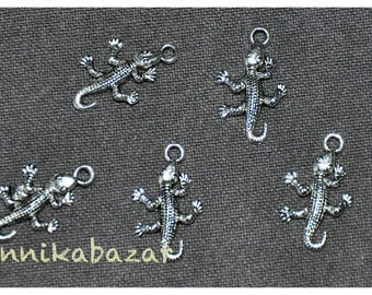 10 large pendants/charms in silver gecko