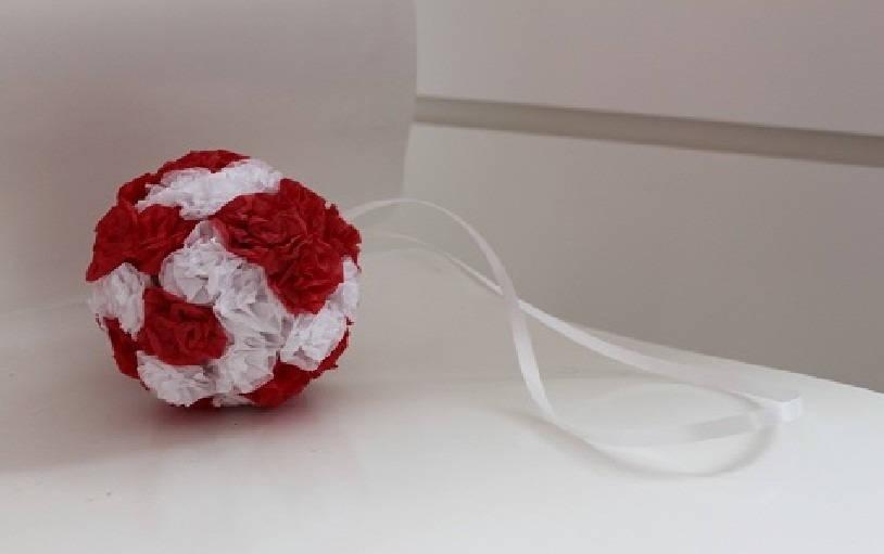 boule de fleurs en papier de soie pour mariage rouge et blanc. Black Bedroom Furniture Sets. Home Design Ideas