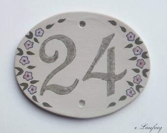 Door plate with stoneware, number 24 oval shaped pink flowers, resistant to frost