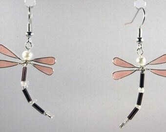 Boucles d'oreilles libellule rose / blanc