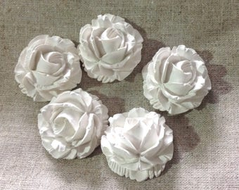 5 large Roses in plaster scented in an organza pouch