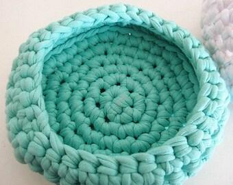 Pretty green basket made of cotton, elastane