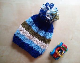 Handmade baby cap made of merino wool with braid pattern and
