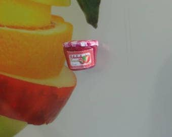 the magnetic Apple and rhubarb jam made by myself with polymer clay