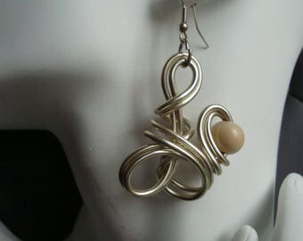 Earrings gold clear and Pearl dangling wood, aluminum wire gold, wedding