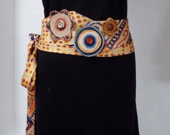 tie belt decorated with roundels - flowers and buttons