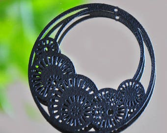 Black shaped filigree lace print round