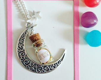 Necklace in its silvery Moon famous Golden rocks