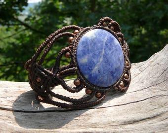 Bracelet macrame and sodalite stone