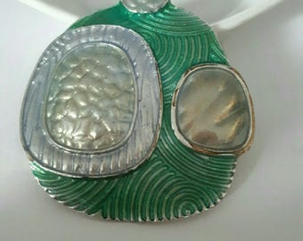beautiful pendant 53 x 44 mm dyed green t Silver