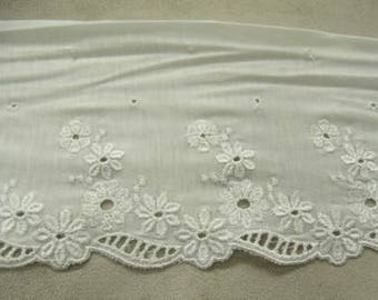 EMBROIDERY on jersey cotton-14 cm / 6 cm - white