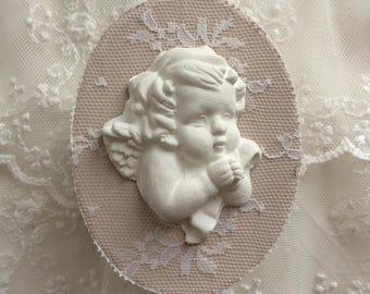 Mini boite retro romantique avec sa dentelle chinée et son ange