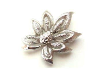FREE DELIVERY! Vintage MONET Mid-Century Silvertone Acorn Leaf Brooch