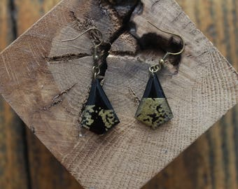 Nice pair of geometric shaped print gold and black resin earrings