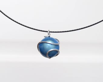 Blue magic Pearl and aluminum wire pendant necklace