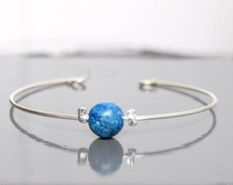 Blue spotted metal and pearl bracelet