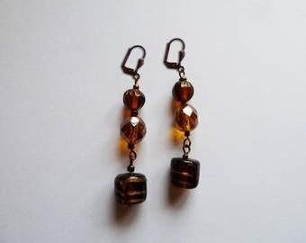Lobe earrings. Tone on tone.