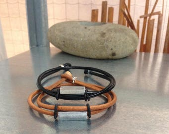 Duo black leather and camel bracelets