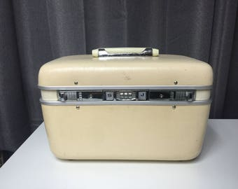 Vintage Cream Colored Train case WITH key