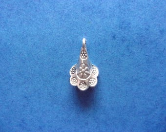 Charm/charms in Corolla, in silver - 19mm x 11mm flower shape