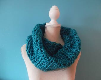 woman crochet neck scarf