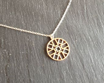 Medal round geometric layering necklace