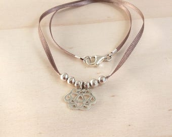 The satin Arabesque necklace in 925 Silver Choker