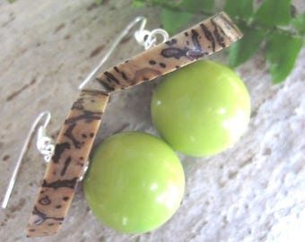 TAGUA seeds earrings / green vegetable ivory and Green Hat