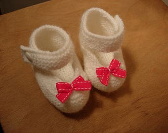 Baby booties, babies, white with a pink bow