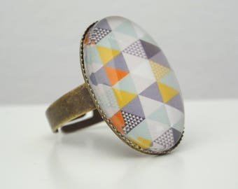 Ring cabochon pastel triangles pattern
