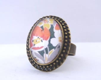 Cabochon ring retro flowers Orange, yellow and white background black