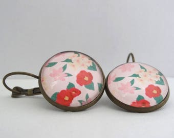 Earrings cabochon pink background and red flowers pale pink